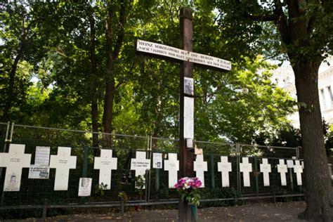 berlin wall crosses stolen to protest eu border deaths
