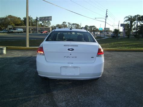 like new low miles ford focus 4 door sedan white excellent gas mileage