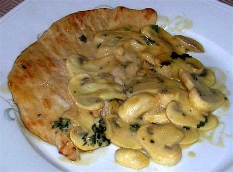 cuisiner escalopes de dinde recette escalopes de dinde à la normande la recette facile