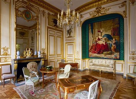 chambre antoinette hôtel de la marine the room is