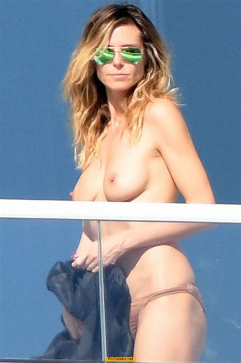 Sex Images Heidi Klum Topless On A Balcony In Her Hotel
