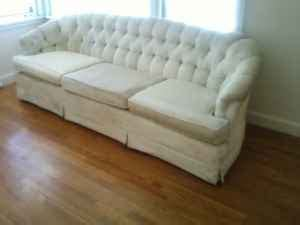 chesterfield sofa craigslist craigslist deal of the day free chesterfield sofa