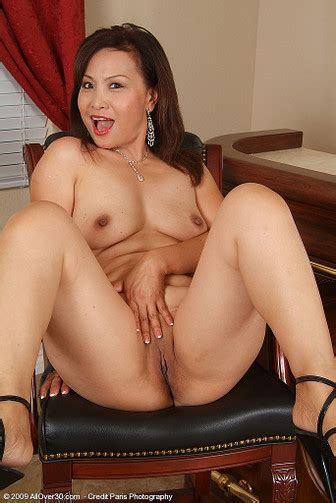 Over 30 Milf Featuring Maya From Indonesia