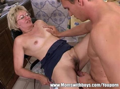 Mature Blonde Stepmom In Glasses Early Morning Fuck Free