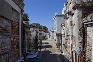 Cemetery In New Orleans , Louisiana Stock Image - Image ...