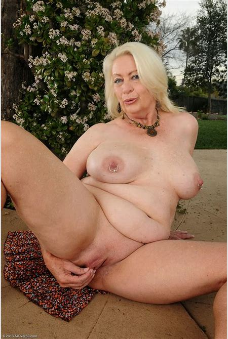 mature lovers: ANGELIQUE DUBOIS Nude outdoor