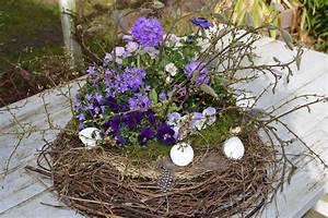 Eier Färben Mit Naturmaterialien : ein traumhaftes fr hlingsnest mit magnolien sten und mirabellenzweigen floristik ~ Frokenaadalensverden.com Haus und Dekorationen