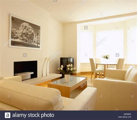 soggiorno e sala da pranzo soggiorno e sala da pranzo con divani tavolo da pranzo e