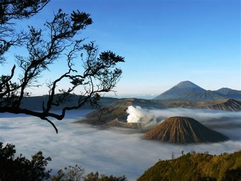 gunung api terindah  indonesia bromo tempat wisata