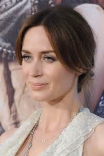 hair and makeup get emily blunt 39 s fairytale beauty look from 39 the huntsman