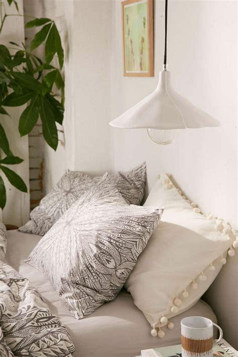 plante verte pour chambre a coucher 1001 idées pour une le de chevet suspendue dans la
