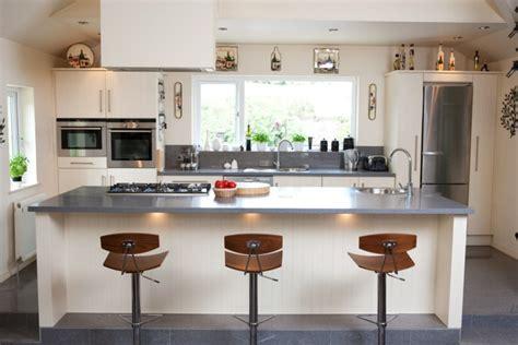 eclairage pour cuisine moderne eclairage pour cuisine moderne stunning agrandir amnager la cuisine le du mur pour gagner