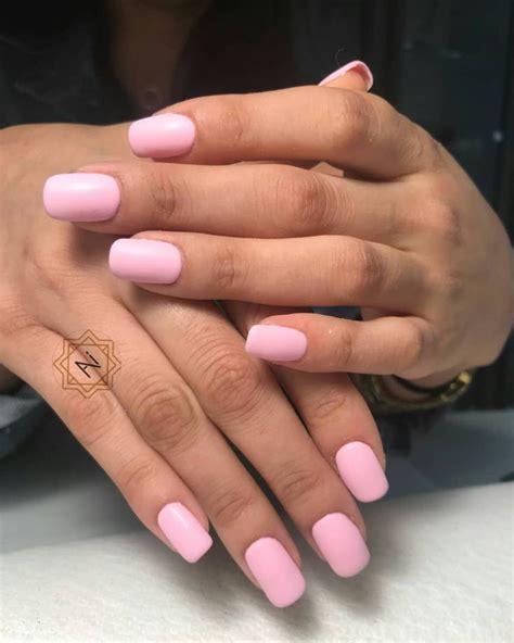 Розовый матовый маникюр 55 фото дизайн ногтей ярким розовосерым лаком со стразами и блестками