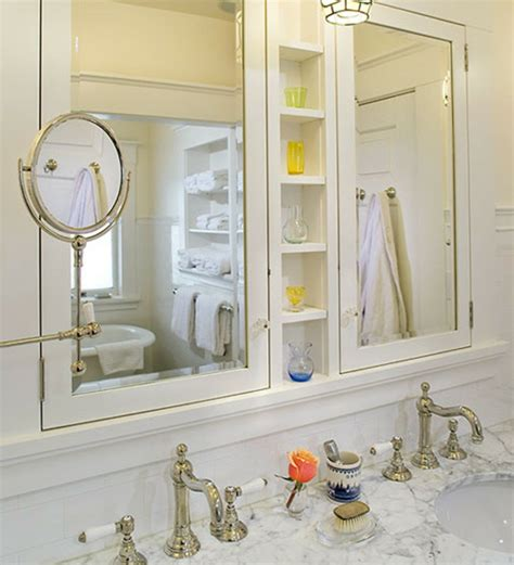 une armoire de salle de bain avec miroir pour le style de votre salle de toilettes