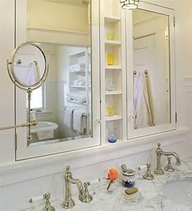 Une armoire de salle de bain avec miroir pour le style de for Salle de bain design avec fil métallique décoratif