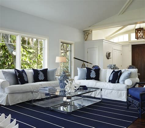 Inspiring coastal blue and white beach house decor