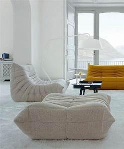 Les beaux decors avec le canape togo legendaire archzinefr for Tapis oriental avec grand coussin d assise pour canapé