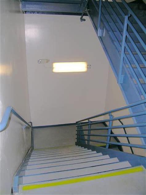 etsce hybrid ledfluorescent bi level stairwell