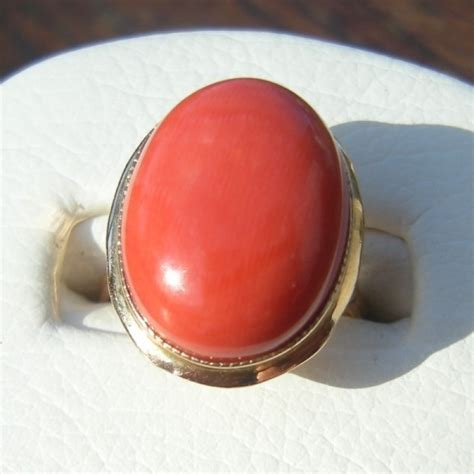 vintage oval cabochon natural salmon coral  gold ring