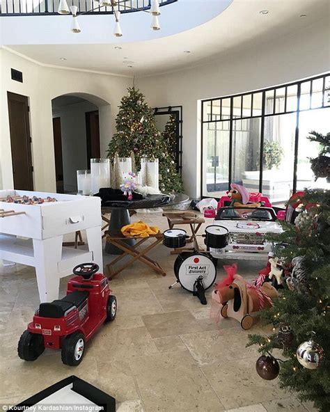 kourtney kardashian shows    presents  kids