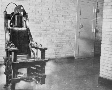 Electric Chair Executions Illinois by Oz Typewriter Row And The Typewriter