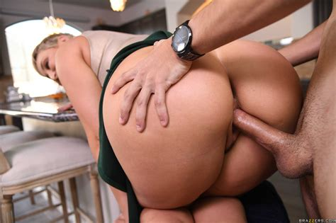 Hot Ryan Keely With A Big Ass Has Sex With Her Daughter S