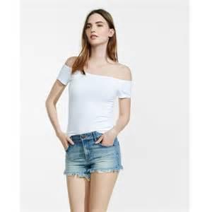 Emily Ratajkowski goes braless in a white shirt as she ...