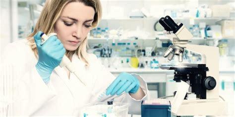 What does a molecular biologist do? - CareerExplorer