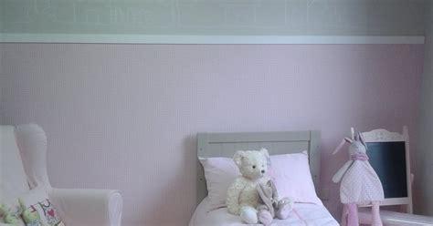 peinture d une chambre peinture chambre fille mansardee paihhi com