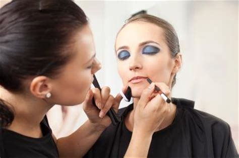 becoming a professional makeup artist how to become a makeup artist