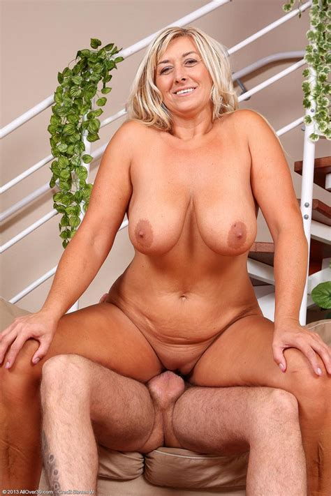 Horny Blonde mature in Action pichunter