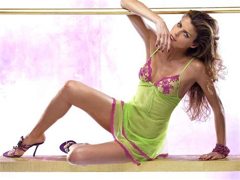 Wallpapershdsize Sexy Global Hollywood Actress Hd Sexy Pictures Wallpapers