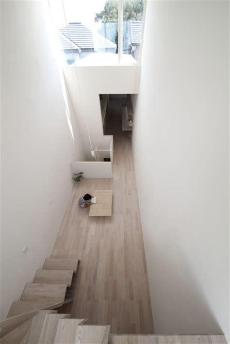 una casa   ancho de  metros