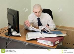 Image Bureau Travail : comptable sur un lieu de travail au bureau photo stock image du meubles brun 8697936 ~ Melissatoandfro.com Idées de Décoration