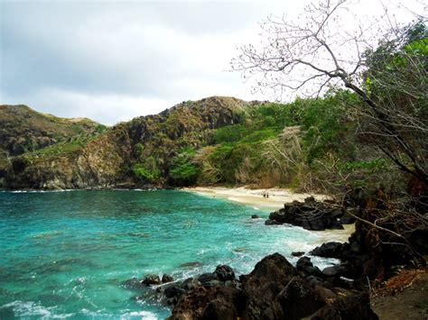 pantai pulisan dengan spot eksotis di sulawesi utara sulawesi utara