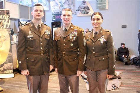 wwii uniform set   army return news