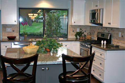 white shaker cabinets and verde tunas and costa smerelda