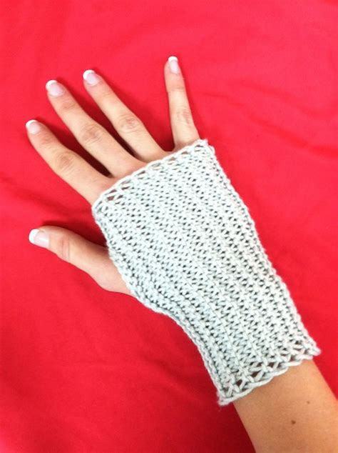 knit fingerless gloves