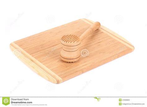 marteau de cuisine marteau en bois de viande sur le panneau de cuisine photo