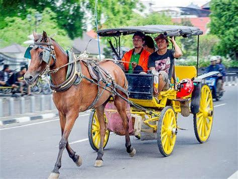 berkeliling kota yogyakarta menggunakan andong andong