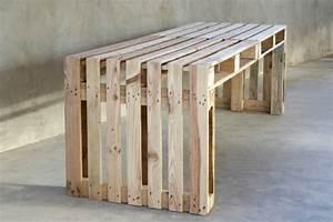 Holzbank Mit Tisch In Der Mitte : m bel aus paletten 95 sehr interessante beispiele ~ Whattoseeinmadrid.com Haus und Dekorationen