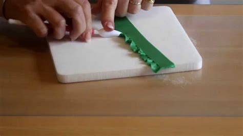 comment faire des volants en p 226 te 224 sucre la table de brigitte