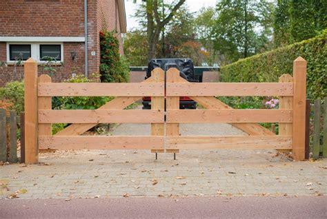 zelf houten oprit poort maken hoe toeganspoort bouwen opritpoort