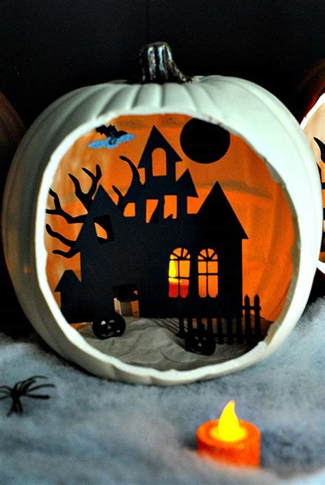 cool  cheap diy halloween projects  give  guests  fright