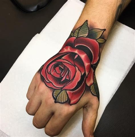 Tatouage Rose Sur La Main Homme