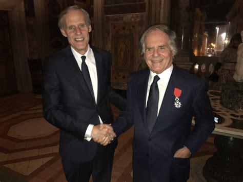consolato di francia a roma legione d onore a enzo benigni presidente di elettronica