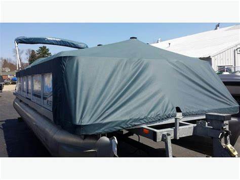 Custom Boat Covers Parry Sound by 2000 Sweetwater 2423 Pontoon Boat W 50 Hp Honda Seats 12