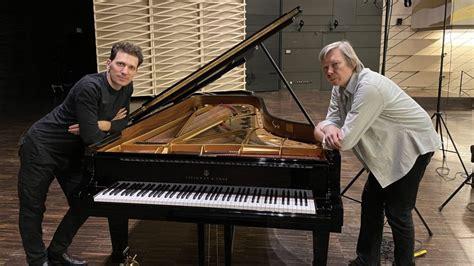 Pianists Reinis Zariņš ieraksta Pētera Vaska ...