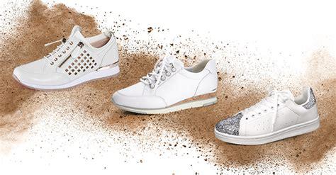 Weiße Schuhe Mit Backpulver Reinigen by So Reinigen Und Pflegen Sie Ihre Wei 223 En Sneaker Richtig