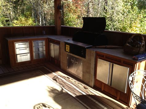 grill für outdoor küche outdoor kitchen with built in traeger outdoor living kitchens backyard and patios